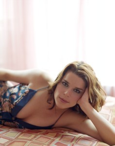 Neve Campbell 237x300