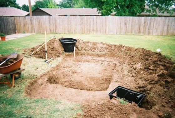 hole 560x378