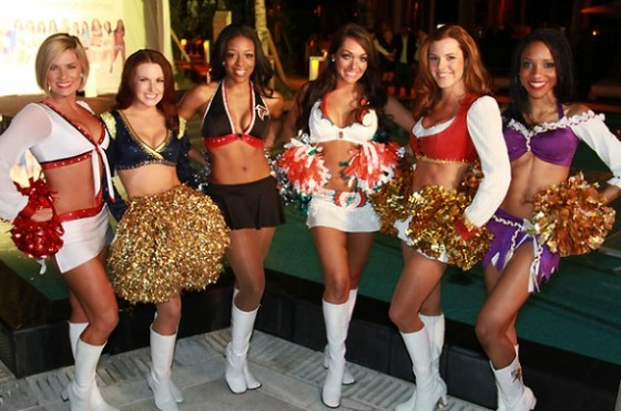 Cheerleaders Pro Bowl 06 560x371