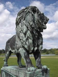 lion statue 225x300