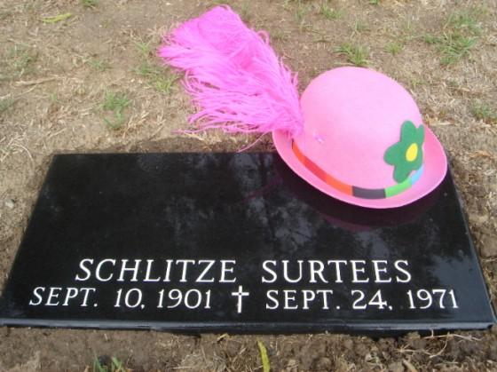 schlitzie grave 560x419