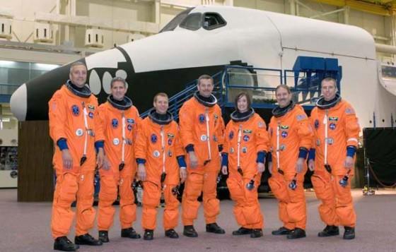 astronauts orange spacesuits 100602 02 560x357