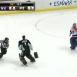 Goalie Fight : Rick DiPietro vs. Brent Johnson