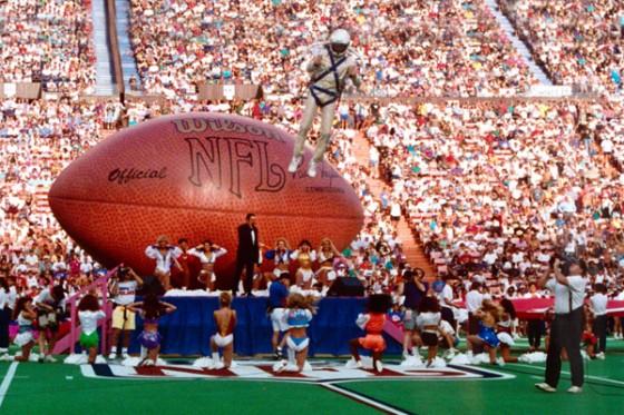 Super Bowl Party 560x373