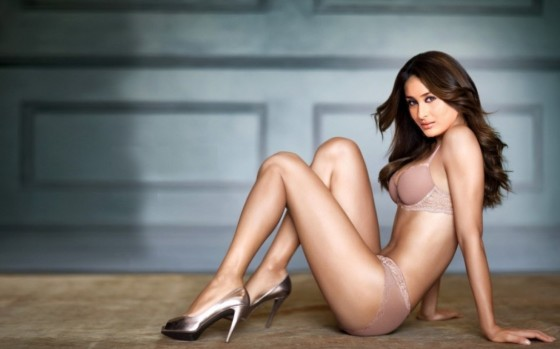 Kareena Kapoor wallpaper 4 560x349