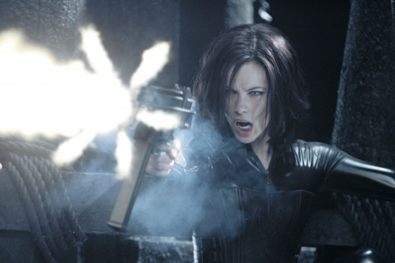 Kate beckinsale selene underworld evolution 4 1 560x373