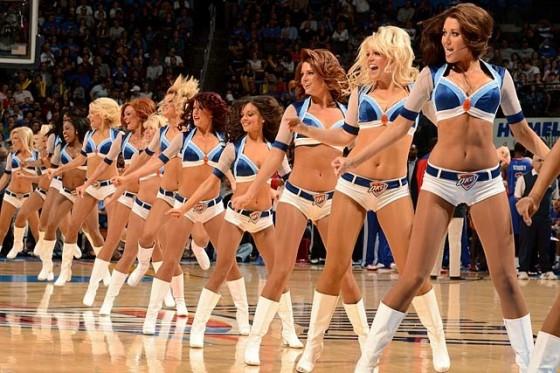 OKC Thunder Girls 02 560x373