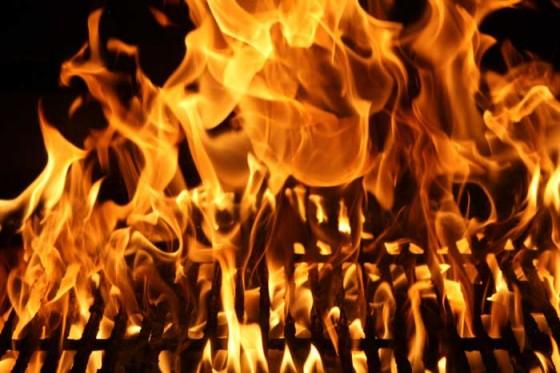 bbq grill fire 560x373