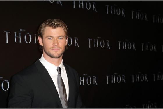 Chris Hemsworth Suit 560x377