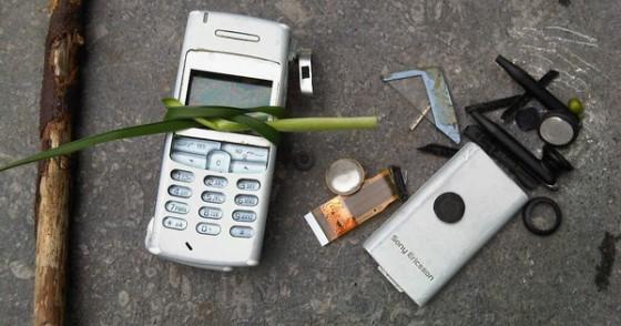 Cell Phone Survival e1356117472451 560x294