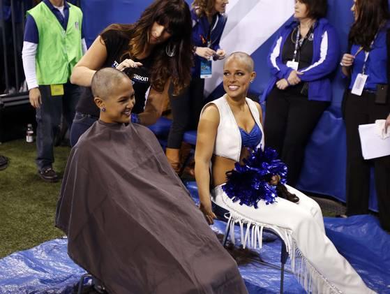 Cheerleader head shaving1