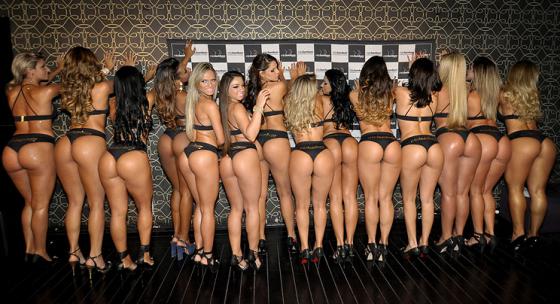 Group Of Women 560x304