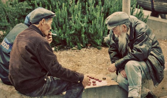 old people playing chess 560x328