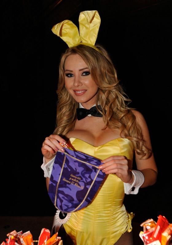 Gunaxin Playboy Bunny 560x798