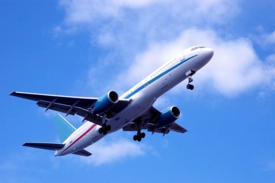 plane flying 560x372