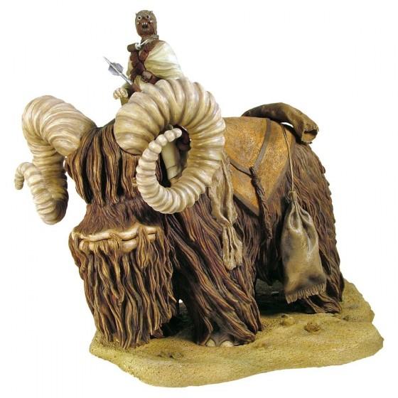 bantha statue 560x560