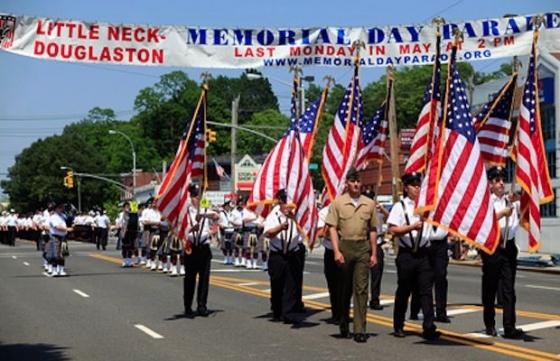 Memorial Day Parade 560x361