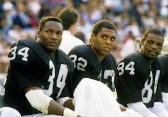 marcus allen raiders bench 560x388