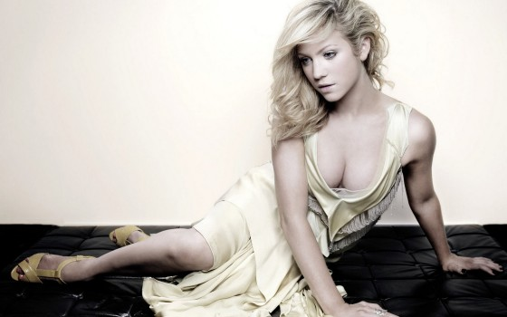 34 brittany snow prom night 560x350