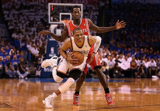 russell westbrook knee injury 560x388