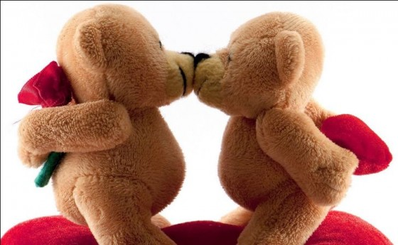 teddy bear kiss 560x344