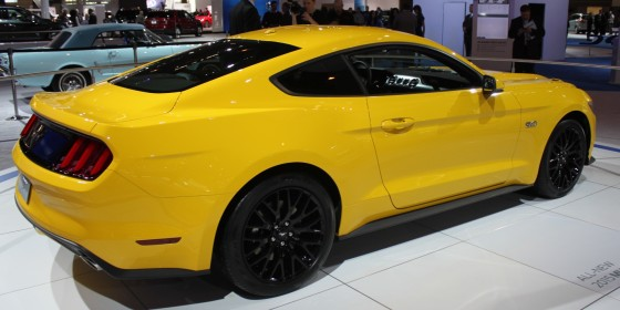2015 Ford Mustang 560x280