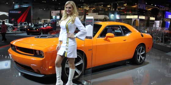 Dodge Challenger Girl 560x280