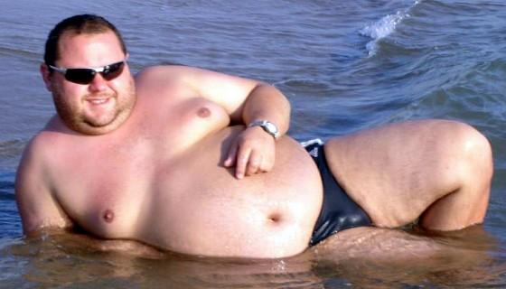 fat guy speedo e1435635369562 560x320
