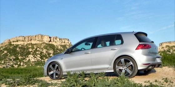 2015 Volkswagen Golf R bluff 1 AOA1200px e1437765044586 560x280