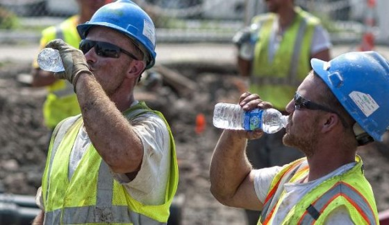 constructions workers drinking water 560x325