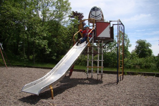 slide 560x373