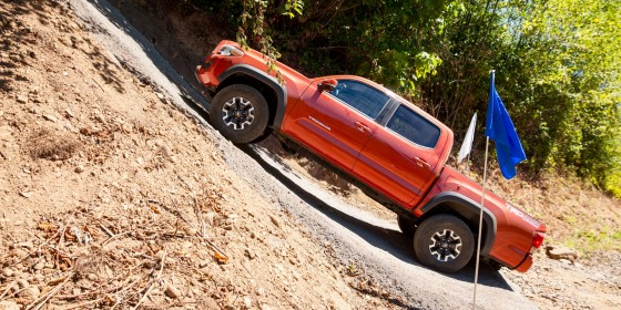 2016 Toyota Tacoma Offroad 7 560x280