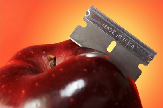 halloween apple with razor blade 560x372
