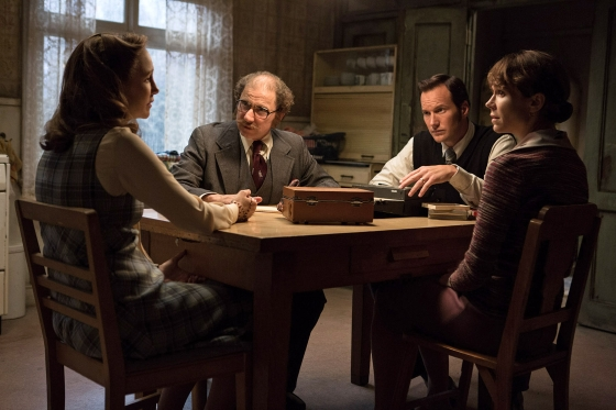 The Conjuring 2 Photo VERA FARMIGA SIMON McBURNEY PATRICK WILSON FRANCES O CONNOR 560x373