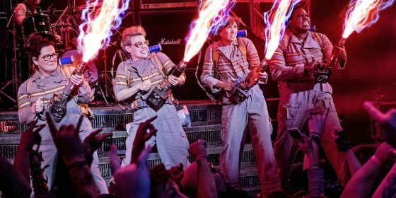 ghostbusters 2016 cast proton packs images 560x280