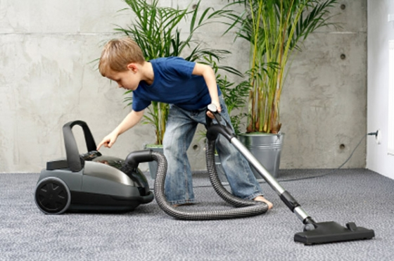 boy vacuuming jeuvs3 560x371