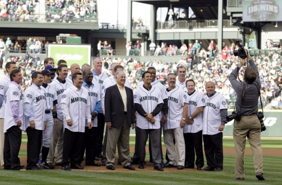 2001 Seattle Mariners 560x368
