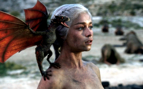 Daenerys and dragon 560x350