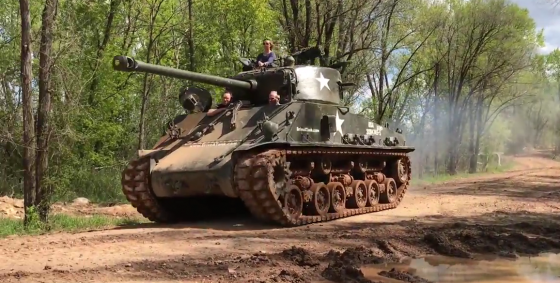 Sherman Tank 560x283