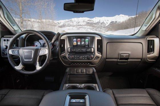 2017 GMC Sierra Interior 1 560x373