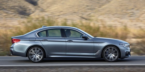2017 BMW 530i 3 560x280