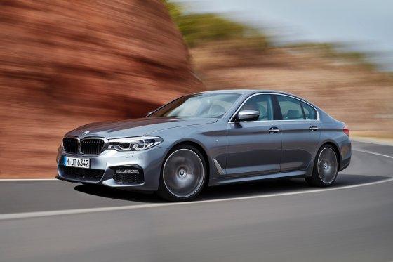 2017 BMW 530i 4 560x373