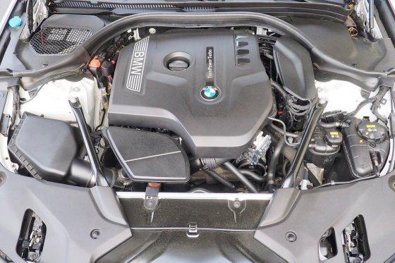 2017 BMW 530i Performance 1 560x373