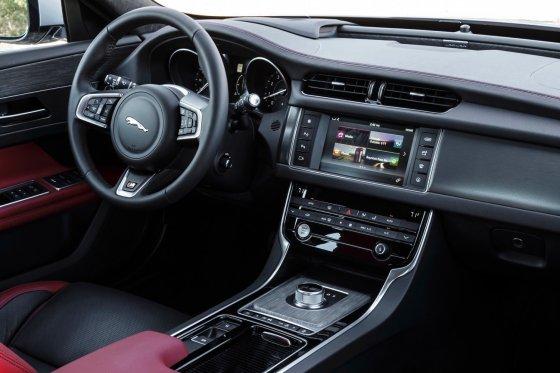 2017 Jaguar XF Interior 1 560x373