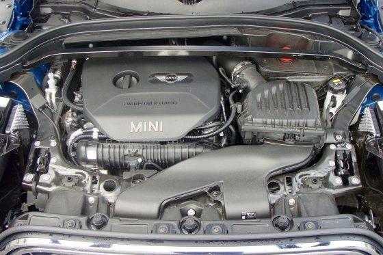 2017 MINI Countryman Engine 1 560x373