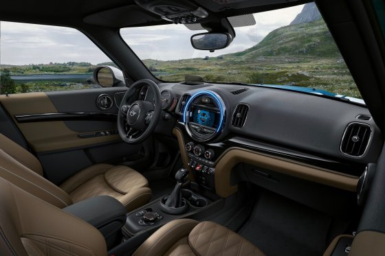 2017 MINI Countryman Interior 1 560x373