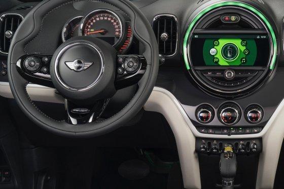 2017 MINI Countryman Interior 4 560x373