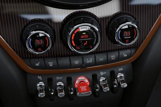 2017 MINI Countryman Interior 5 560x373