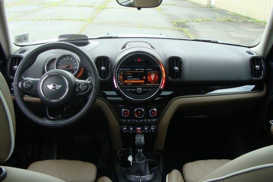 2017 MINI Countryman Interior 6 560x373