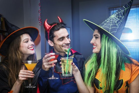 halloween party game 56a325465f9b58b7d0d095cd 560x373
